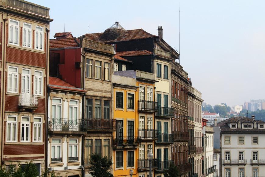 Häuserfassaden an der Uferpromenade. Foto: kawe